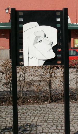 greta_garbo_memorial_2006-04-11